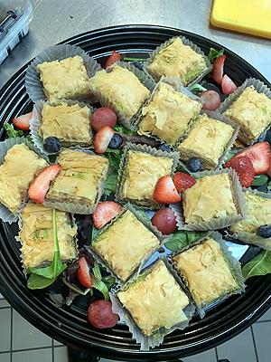 Walnut baklava-platter